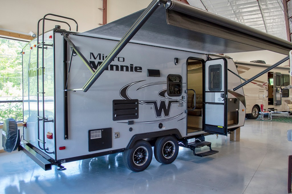 2019 Micro Minnie 2108DS - Stone Interior/Murphy Bed**RV Show Special Pricing** Image