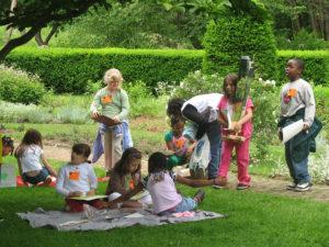 kids-on-lawn