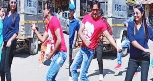 shooting-of-dhanraj-shauryas-new-song-razakhet-bazar-starts-in-tehri-razakhet-crowd-of-people-watching-the-shooting