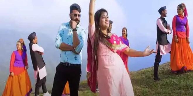 17630-2tania-aryas-dance-skill-won-the-audiences-heart-in-the-kumaoni-video-song-ghaghri-ghume-ghum-de