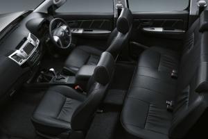 2014-Toyota-Hilux-Invincible-Interior-hiluxmotors