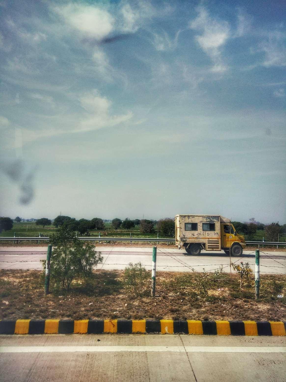 india-mobilechallenge-phoneclick-904057-min