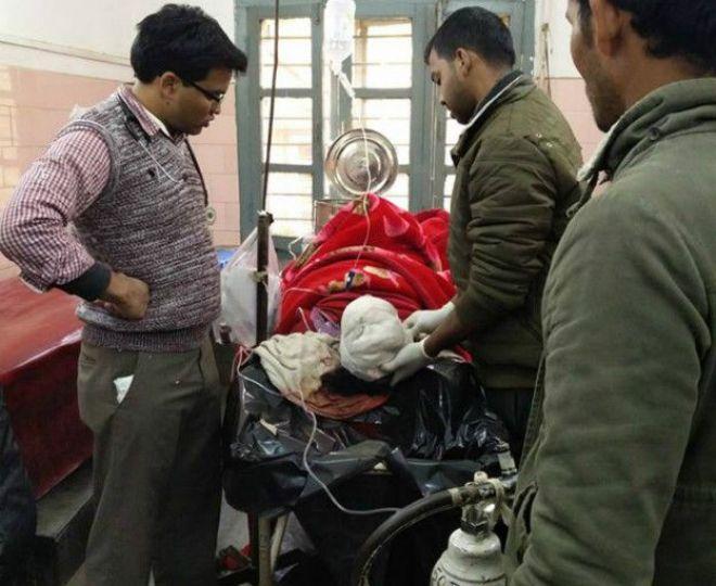 इम्फाल के पुलिस अधीक्षक ने बीबीसी को बताया है कि आठ घायलों को अस्पताल में भर्ती कराया गया है.