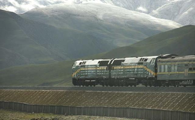 tibet-rail-line-istock_650x400_81464075830