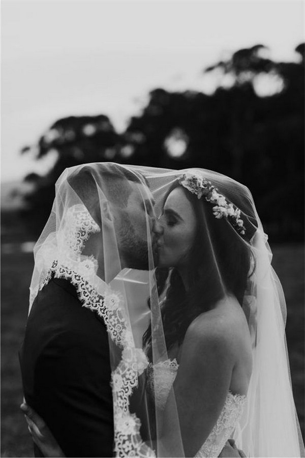 Elegant Black and White Wedding Photography Ideas #wedding #weddingphotos #weddingideas #Photography