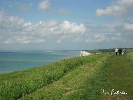 Grün und blau zwischen Himmel und Meer liegt die Alabasterküste #Steilküste #Spaziergang