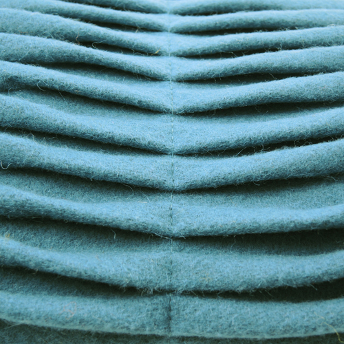 small wave petrol blue  hinck kussen blauw  woonaccessoires