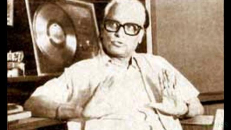 Sundar Hoon Sakhi Pag Song Lyrics