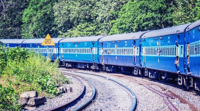 Train Short Story in Hindi