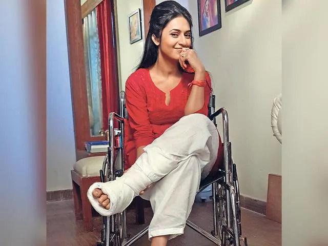 Yeh Hai Mohabbatein Hd Wallpaper Divyanka Tripathi Suffers Multiple Fractures In Leg