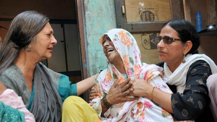 https://i0.wp.com/www.hindustantimes.com/rf/image_size_960x540/HT/p2/2017/06/24/Pictures/brinda-karat-visits-mother-victim-mob-lynching_c5aac372-58c2-11e7-9dcc-cc63e7fed987.jpg?resize=696%2C392