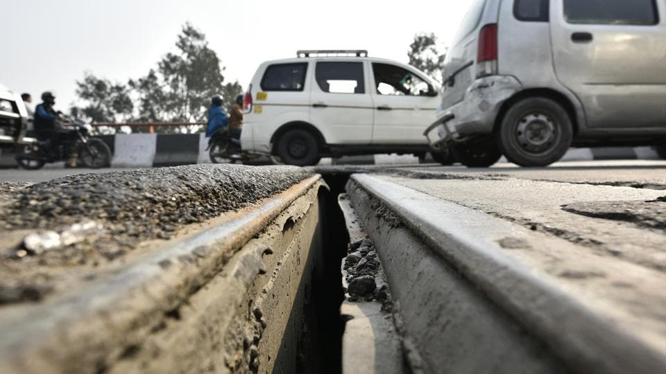 The 6-8 inch gap appeared between two girders at Ashram-Lajpat Nagar Flyover in New Delhi.
