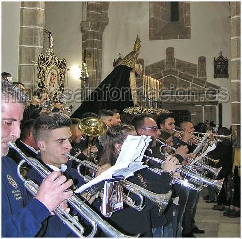 Agrupación Musical Jesús Orando en el Huerto. Cofradía de Nuestro Padre Jesús Orando en el Huerto, con la Cruz a cuestas y Virgen de Los Dolores,