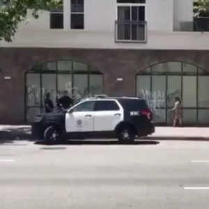 White woman vandalizes a building, in Los Angeles. Three LAPD officers are seen watching her, even holding a conversation with her. To make matters worse, they even laugh, as she is spray-painting the building.