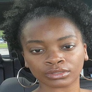 Ari Lennox called ugly on Twitter and fans defend her