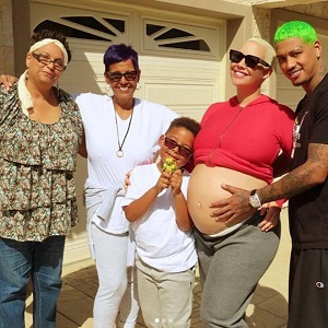 Amber Rose outs her boyfriend, AE, for cheating on her, and calls her mom a raging narcissist