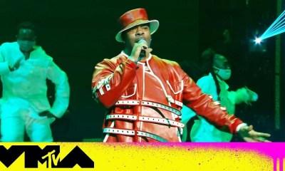 Busta Rhymes performs his medley of hits at the VMAs
