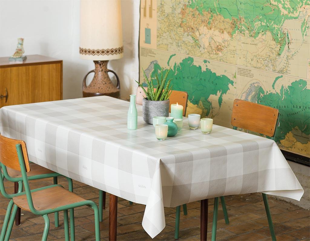 Geliefde Hoe je een houten eettafel beschermd met een hip tafelkleed ES18