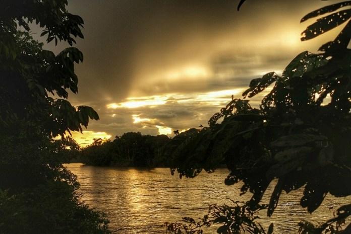 Zonsondergang in de Amazone
