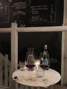 vino-bij-wijnbar-paulus