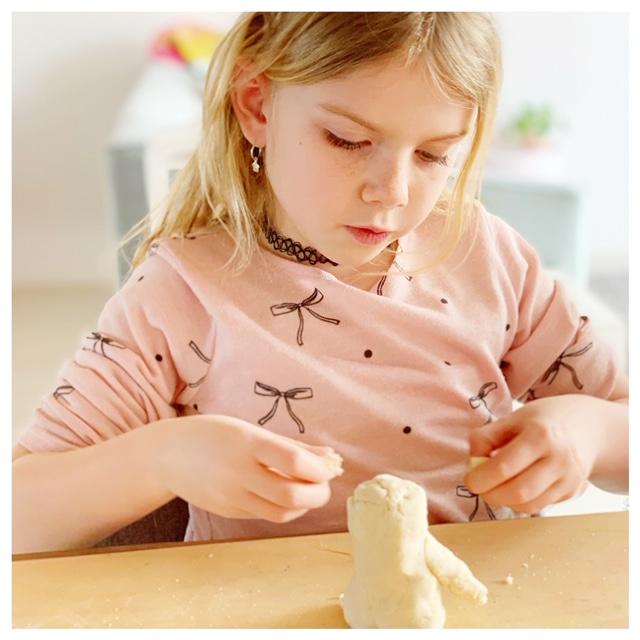 Recept voor zoutdeeg of brooddeeg; spelen en leren in één activiteit