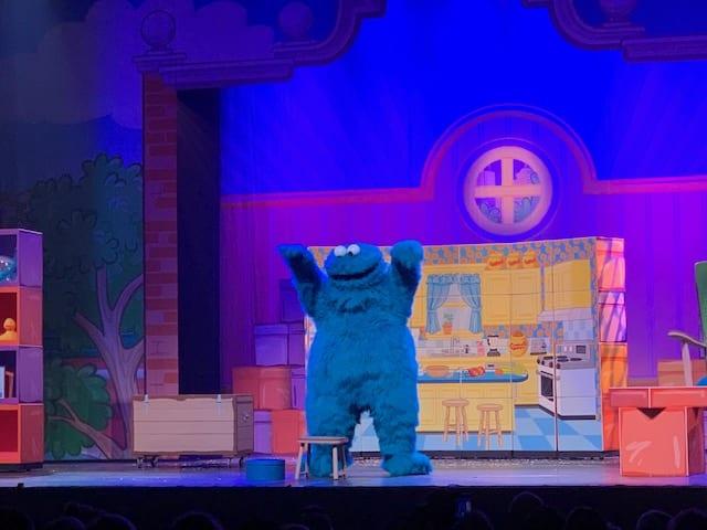Koekiemonster sesamstraat in het theater