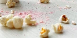 popcorn met roze poederpret