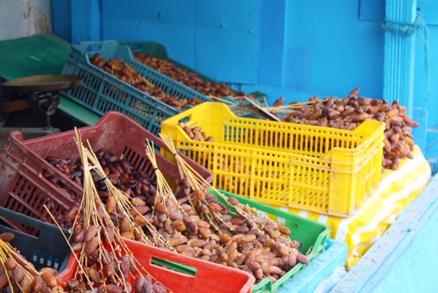 Noord-Tunesië dadels in gekleurde bakken testour