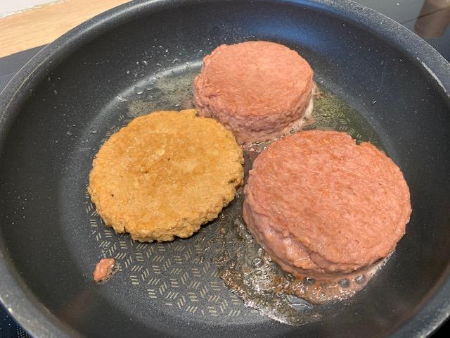 De vegetarische hamburger test vegetarische slager en beyond burger