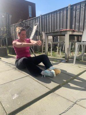 Gratis online sportactiviteiten voor thuis workout in de tuin