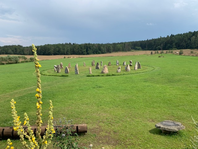 stonehenge holasovice
