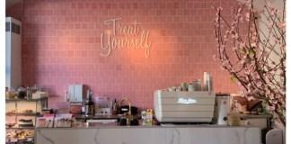 chloe cafe praag view