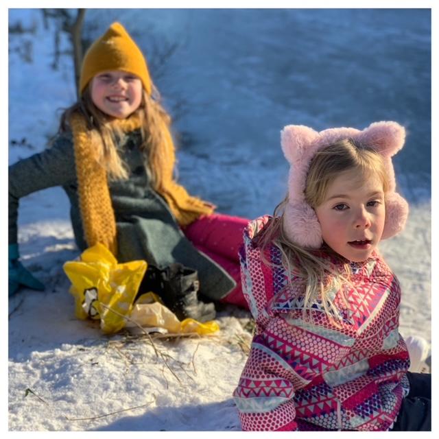 meisjes voor het eerst schaatsen feb 2021