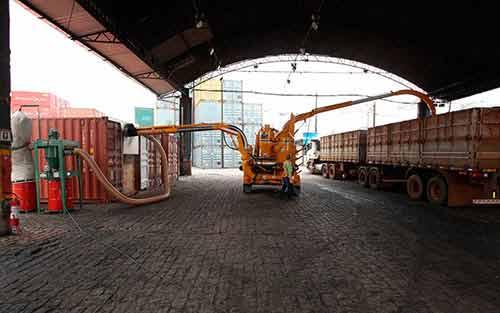Estufagem e Desova de Gros em Containers  Hipercon Terminais