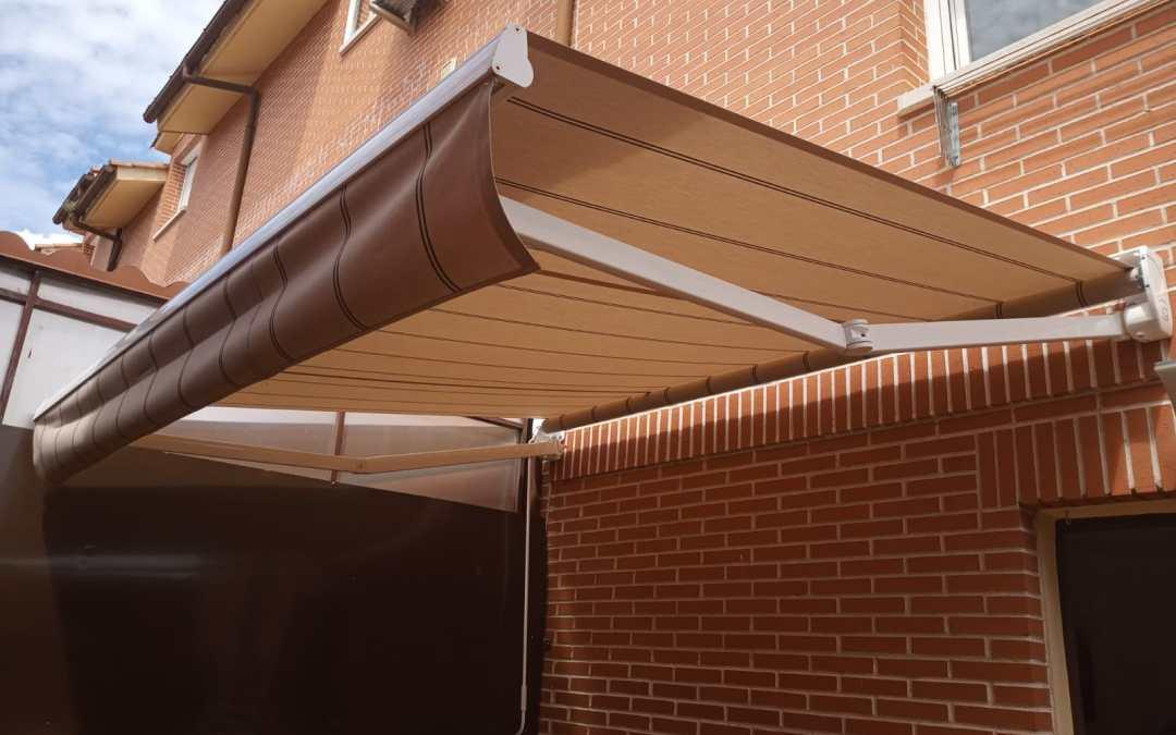 Toldo extensible para terrazas y patios, para mayor cobertura y privacidad