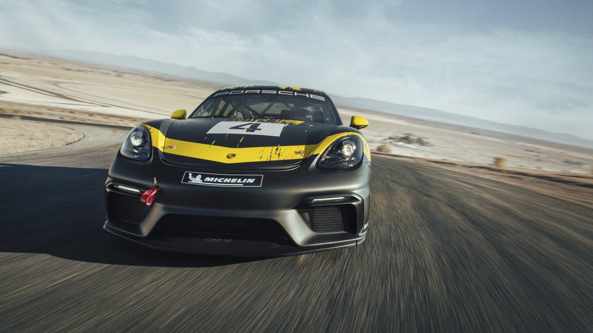 Porsche 718 Cayman GT4 Clubsport: parti della carrozzeria sono in fibra naturale