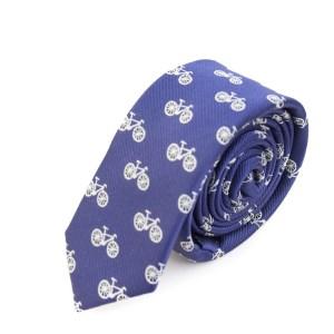 Blauwe stropdas met fietsjes opdruk.