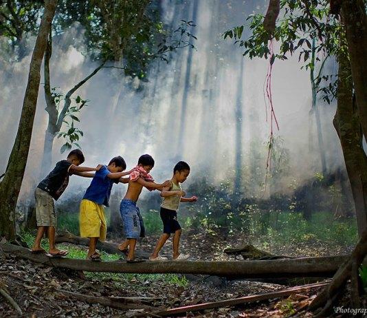 12 λόγοι για να παιζουν τα παιδιά έξω στη φύση