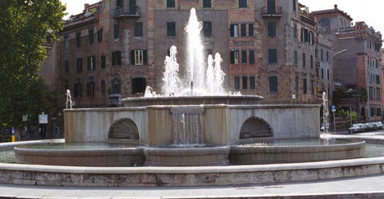 fountain in rome square