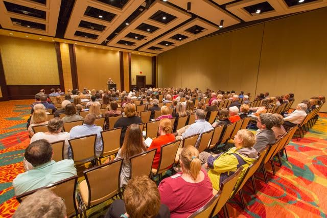 crowd of full conference room at Marriott for HippoCamp 2017