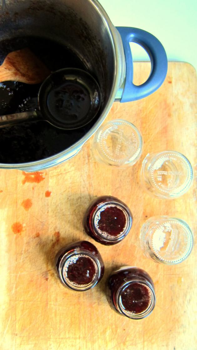 Old Fashioned Strawberry Jam In a Flash!