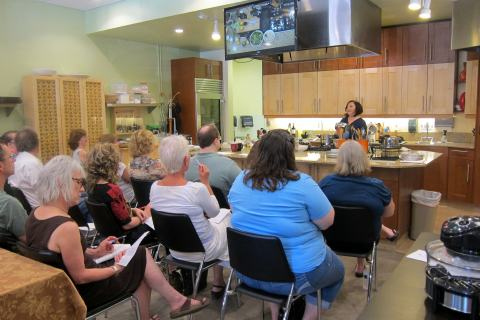 Pressure cooker demo at pans on fire