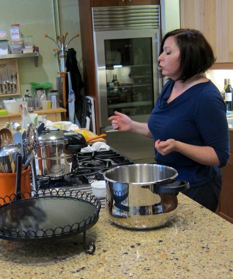 Laura Pazzaglia, pressure cooker demo