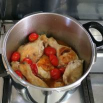 Add browned chicken back in cooker and mix,