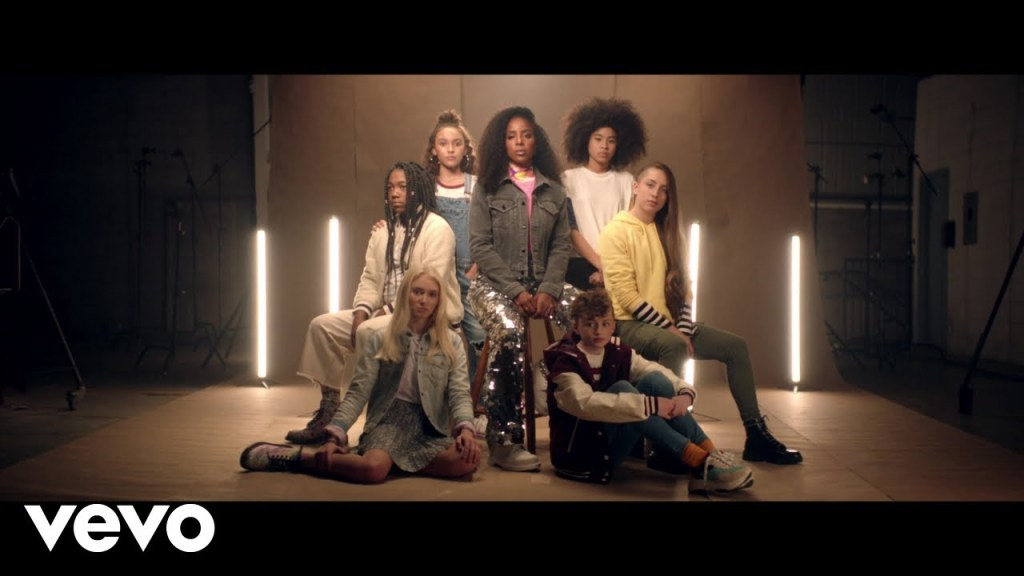 """Kelly Rowland – """"Crown"""" [Music Video]"""