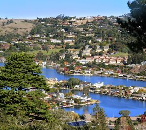 Belvedere_Island_in_Marin_County_California_from_Tiburon