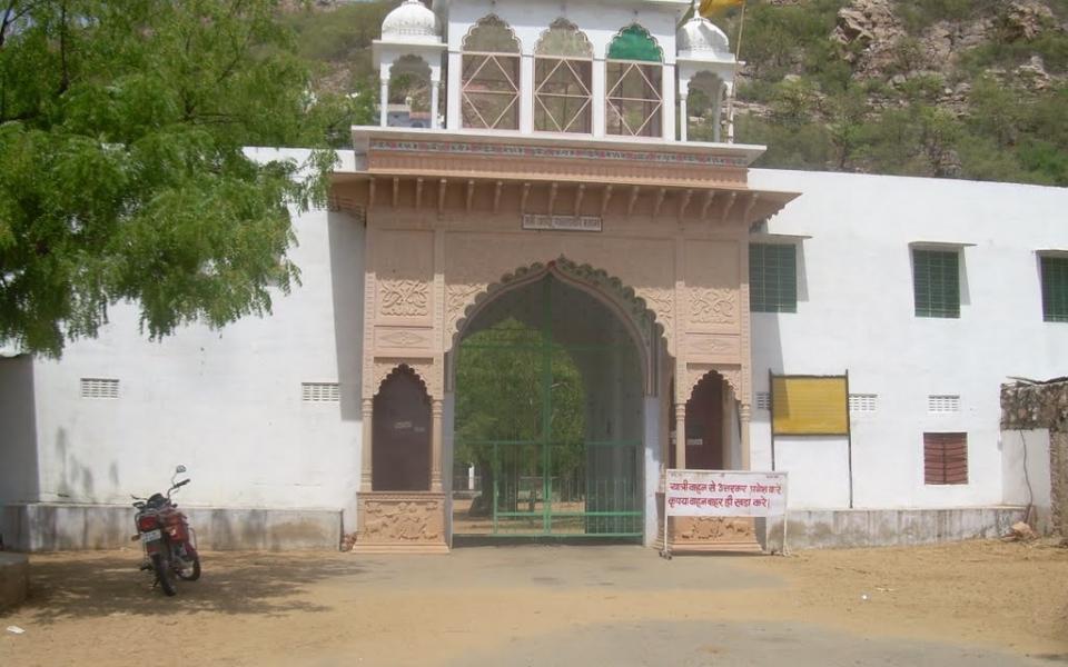 Hirnoda-Dadu-palka-dham-bichun (2)