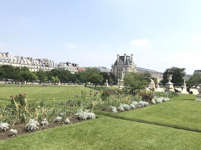 パリ、チュイルリー公園にて ボーダー植栽に用の美をみる