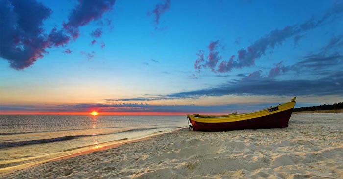 perahu-pantai.jpg