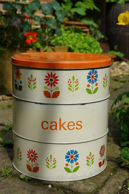 Enamel Cake Tin